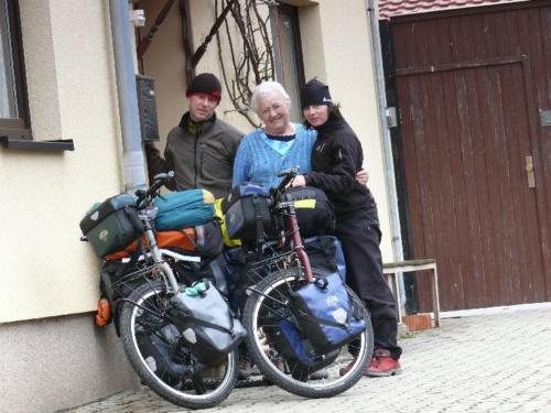 Kurz vor Abfahrt mit Oma Anni